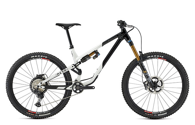 META AM 29 SIGNATURE BLACK & WHITE 2021