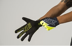 GLOVES YELLOW 2015