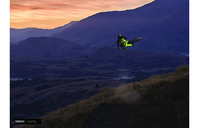 PHOTO PRINT : LOUIS HAMILTON - FLYING HIGH ABOVE NZ